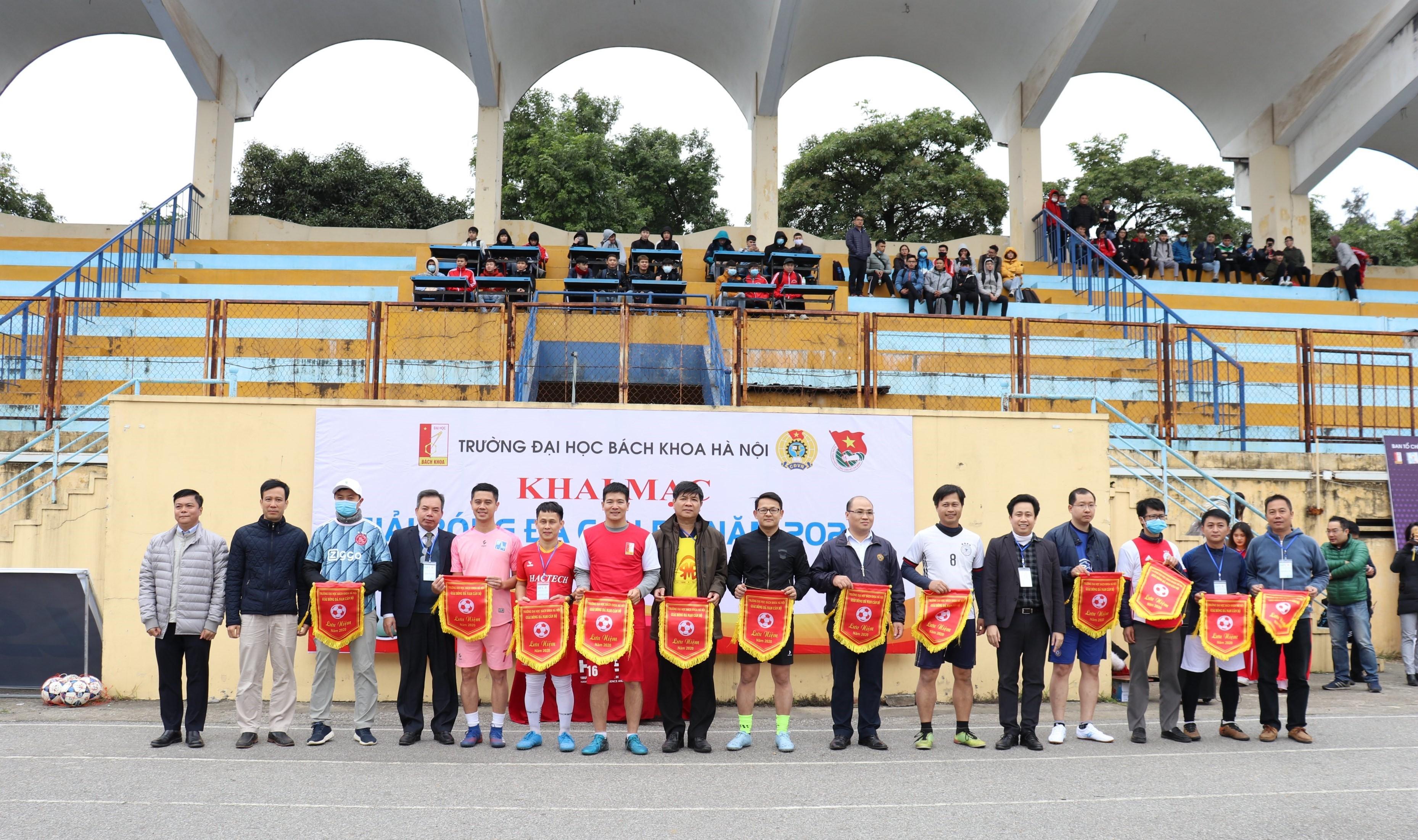 Khai mạc giải bóng đá nam cán bộ trong khuôn khổ thi đấu thể thao Công đoàn Trường ĐHBK Hà Nội 2020