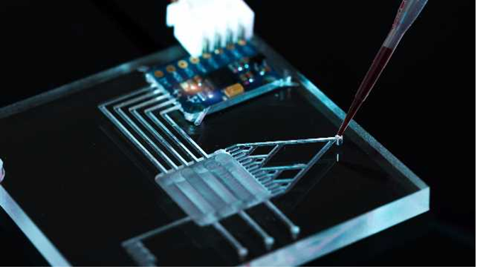 Việt Nam và Nhật Bản hợp tác phát triển thành công thiết bị vi dòng để gắn vi mẫu lên cảm biến sinh học
